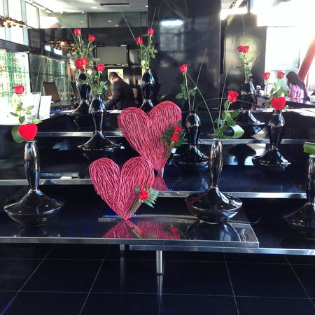 NH Collection Barcelona Tower: Lobby on Valentines Day