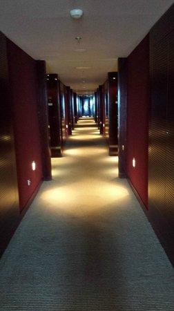 NH Collection Barcelona Tower : Corridor