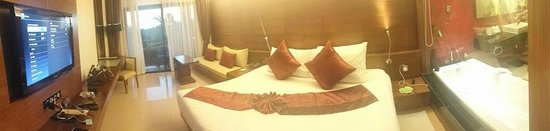 Novotel Phuket Kata Avista Resort and Spa : OUR ROOM