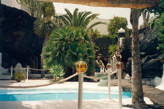 Piscina picture of casa museo cesar manrique haria - Casa museo cesar manrique ...