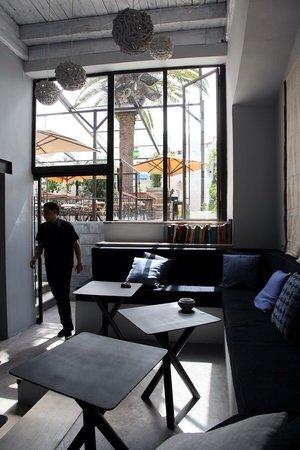 Le Bon Vieux Temps: Lounge Bar