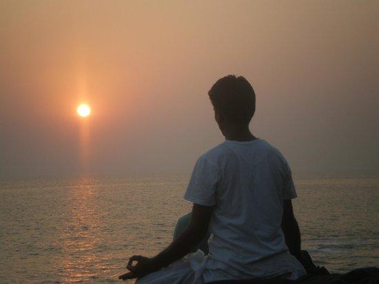 Little Cove Yoga Holiday Retreat : Meditation on the rocks