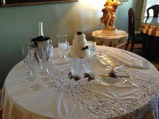 River Lily Inn Bed & Breakfast: Intimate Wedding setup