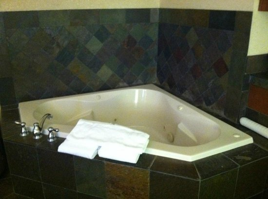 Best Western Astoria Bayfront Hotel: Large jacuzzi tub