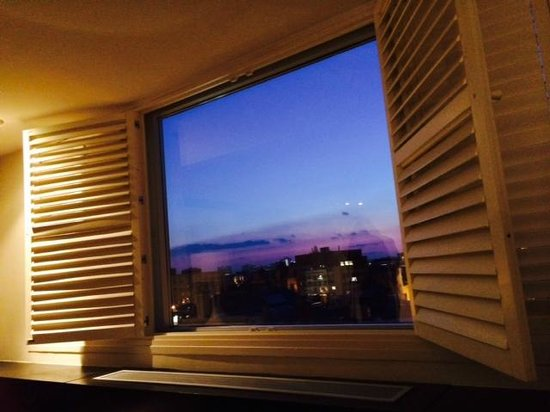 The Dupont Circle : Room with a view