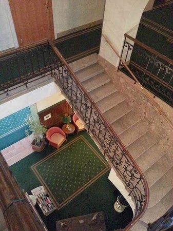 Tourotel Mariahilf: Main staircase