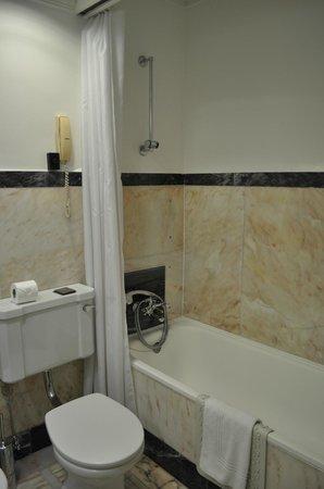 Britania Hotel: Bathroom