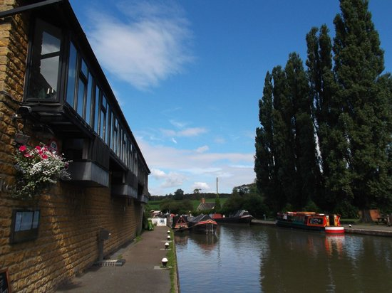 The Boat Inn: woodwards restaurant canalside