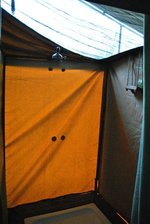 Ang'ata Camp Serengeti: Doccia