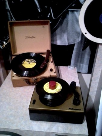 Memphis Rock 'n' Soul Museum: old record players
