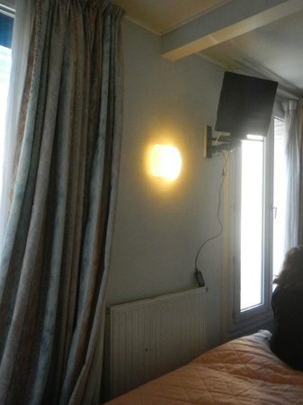 Hotel Printania Porte de Versailles : rideaux sales