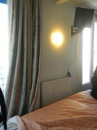 """Hotel Printania Porte de Versailles : rideaux """"gris"""""""