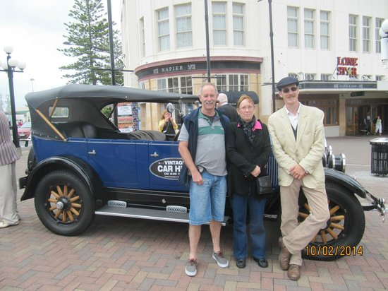 Hooters Vintage and Classic Vehicle Hire Ltd: Chauffeur-driven 1927 Buick in Napier, NZ