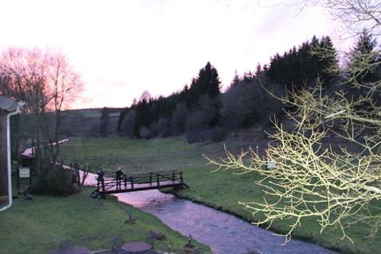 Domaine du Moulin d'Asselborn : la vue de notre chambre au coucher du soleil