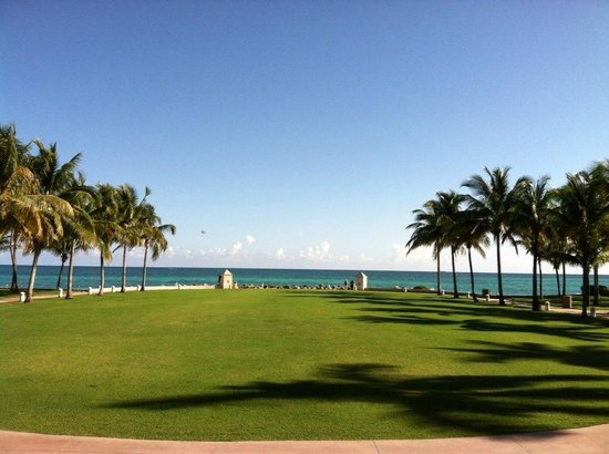 Grand Lucayan, Bahamas : View from the lobby