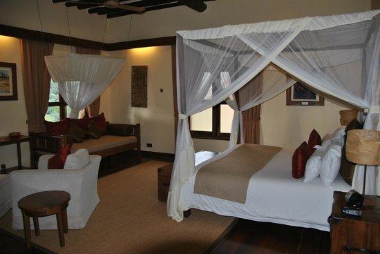Neptune Ngorongoro Luxury Lodge : Camera da letto