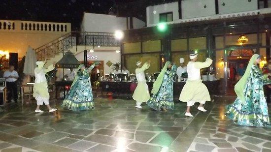 Oriental Rivoli Hotel: Dancers at hotel
