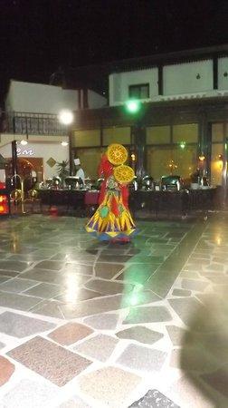 Oriental Rivoli Hotel: Spinning man