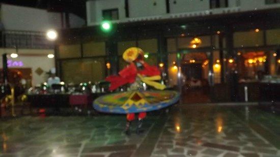 Oriental Rivoli Hotel: Spinning man - 2