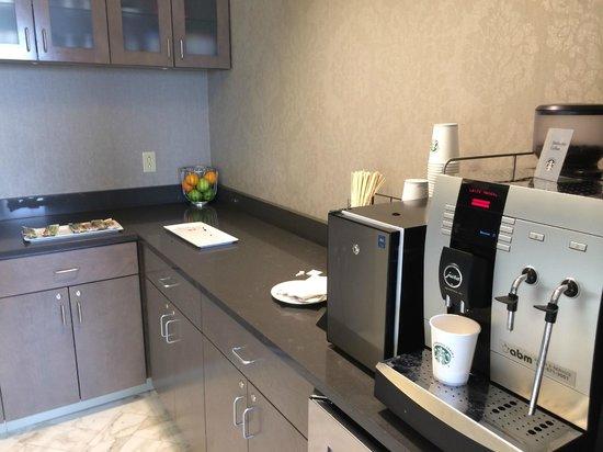 Sheraton Pittsburgh Airport Hotel: Club Lounge