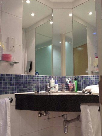 Holiday Inn Express London-Newbury Park: bagno