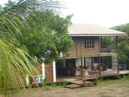 Pousada Simpatia da Ilha: Vista del desayunador y otras habitaciones
