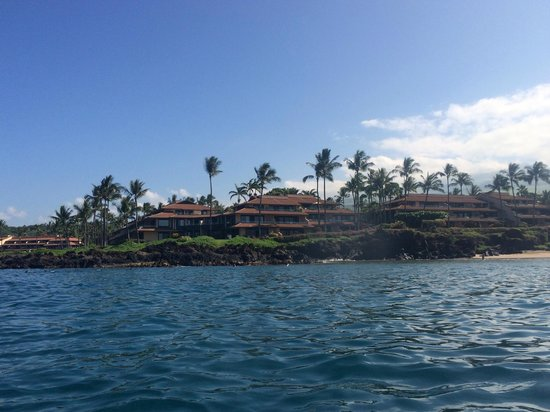 Makena Surf : Seen from the water (F208 just left of center)
