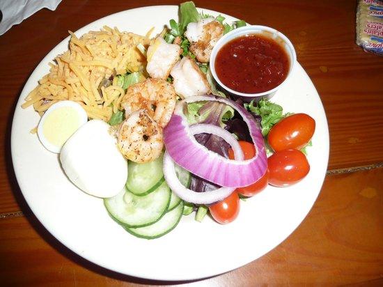 Gilligan's Seafood Restaurant: shrimp salad