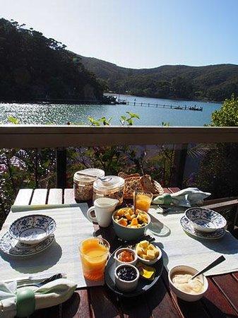Kawau Lodge & Kawau Island Experience: Brekfast