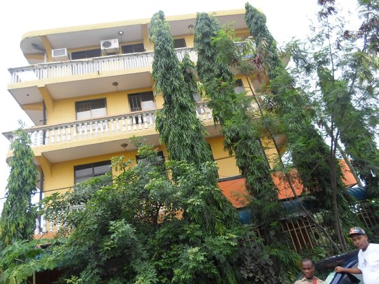 New Rolet Hotel: Hotel outer side