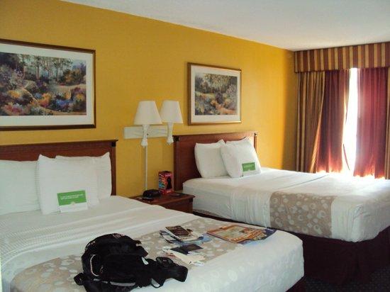 La Quinta Inn & Suites Orlando Convention Center: Quarto