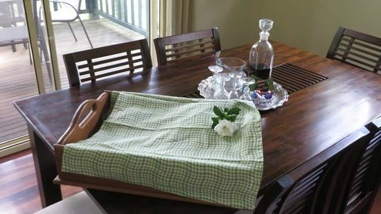 Montville Country Cabins: The breakfast hamper, chocolates and carafe of port.