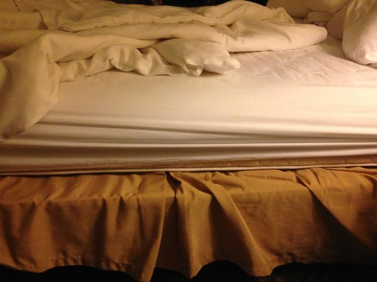 Richmond Magnuson Grand Hotel: Mattress smaller than box spring