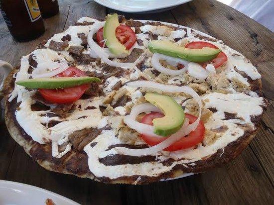 Santa Clara Restaurant : Tlayuda