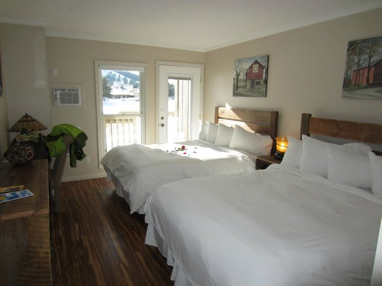 LakeStar Lodge : room was very clean and bright