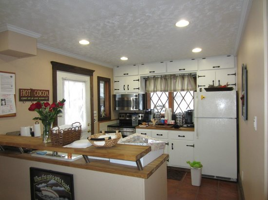 LakeStar Lodge : kitchen for the guests to use