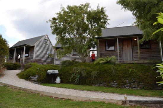 Te Tiro : The two cabins