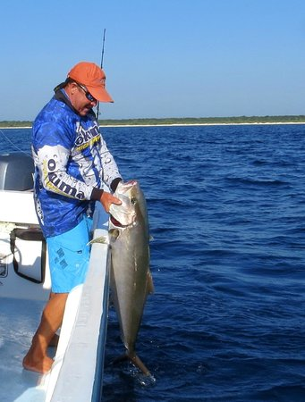 Fishing with Roberto Navarro : roberto qui sort mon poisson