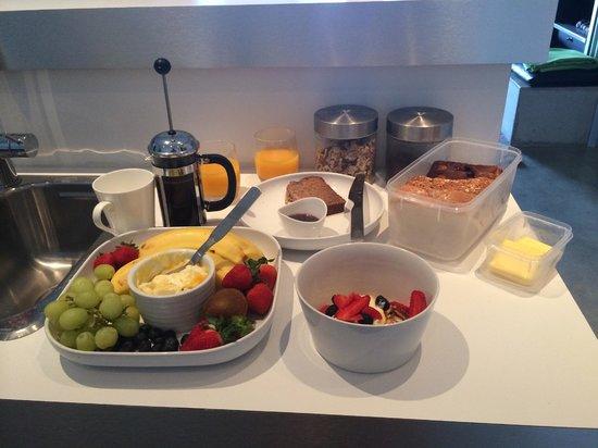 Tonic Hotel: Breakfast Day 1!