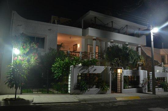 Casa de los Angeles Boutique: Street view