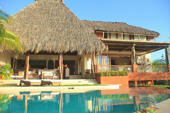 Colores del Pacifico: Main palapa with infinity pool