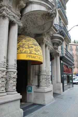 Hotel Praktik Rambla: Hotel from street
