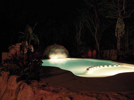 La Onda Encantada : Pool at night