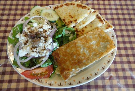 Alpha & Omega Greek Cuisine : Spanikopita with greek salad