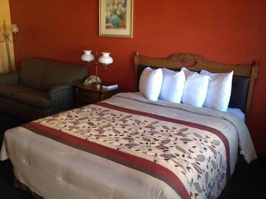 Rodeway Inn Roswell: Queen Suite