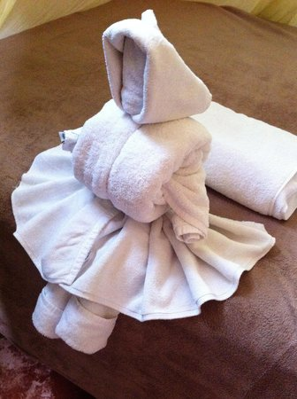 Ahau Tulum: Towel art!