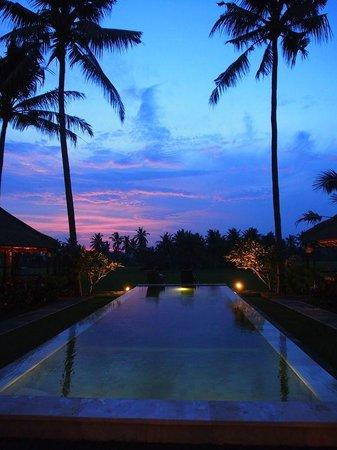 Lodtunduh Sari: Sunset from the pool pavilion