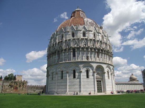 Battistero di San Giovanni (Batistério de São João) construído entre os séculos XII e XIV