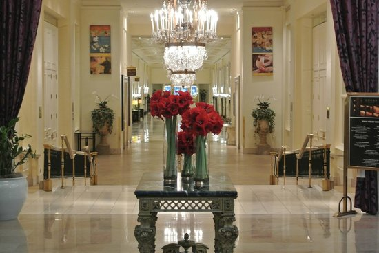The Mayflower Hotel, Autograph Collection: Elegantly decorated Lobby