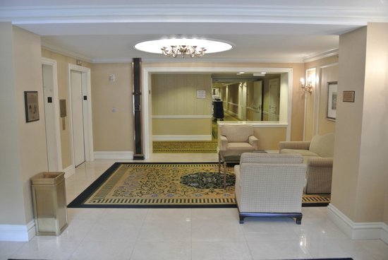 The Mayflower Hotel, Autograph Collection: Third floor lobby
